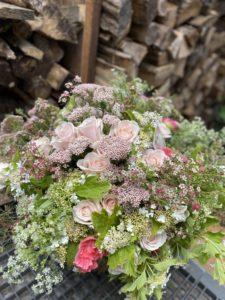 bouquet de roses pales par la Boutique Deschamps fleuriste avenue Niel