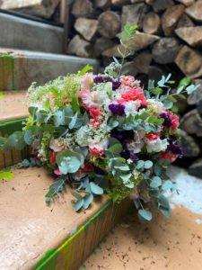 bouquet de. fleurs et Eucalyptus par Luc Deschamps fleuriste Paris